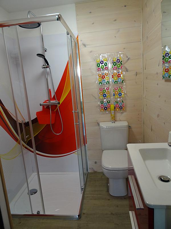 Années 70 - Salle de bain 1 - Locations Christelle